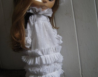 2 LEFT -- Pretty White Ruffle Dress, White Blythe Dress, Blythe Bride, Blythe Ghost