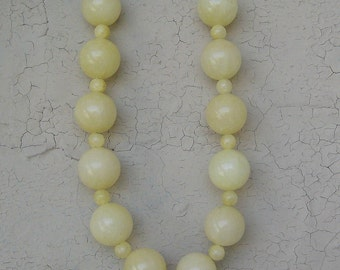 Lemon Chiffon Pale Yellow Chunky Beaded Necklace