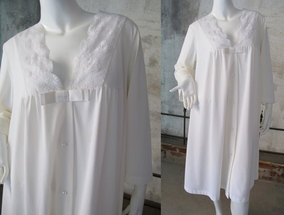 Vintage 60s Robe, White Shadowline Nylon Robe , Satin Bow, Lace Trim, Pearl Buttons, Mid Century Lingerie