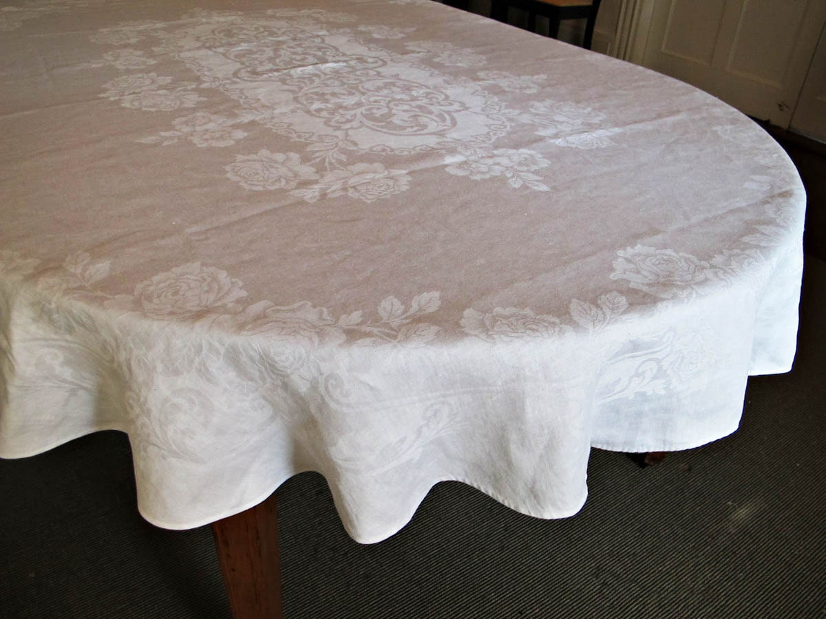 oval oblong banquet tablecloth vintage damask linen. Black Bedroom Furniture Sets. Home Design Ideas