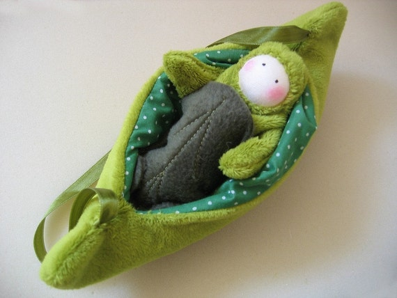 Pea baby in a pod bed - carry along companion