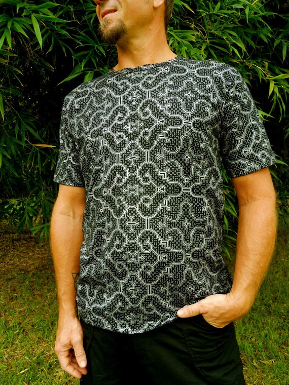 LARGE - Black and Silver Shipibo Organic Cotton T-Shirt - Sacred Geometry - Yoga - Eco fashion - Shipibo Clothing