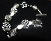 Black and White SRING Daisey's Bracelet
