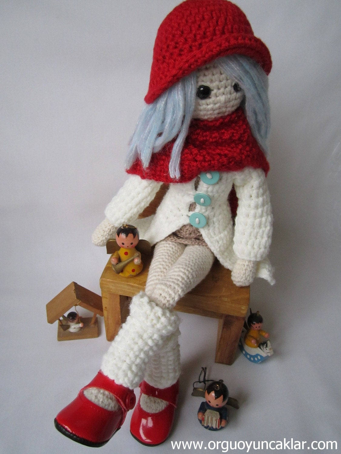 Amigurumi Pattern Dolls : Amigurumi Winter Doll Pattern