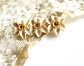 Pretty and Petite - Vintage Ivory Flower Brooch