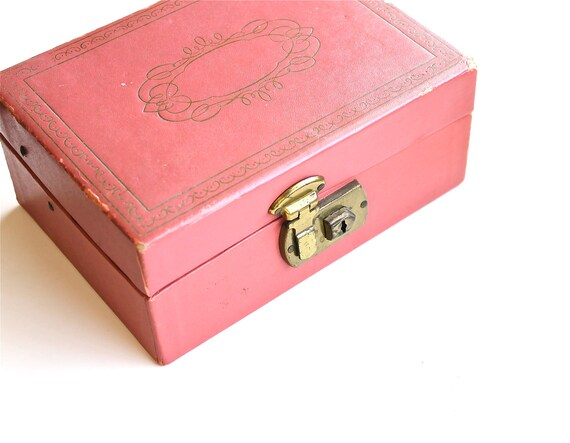 Store Your Treasures - Vintage Pink Mid Century Jewelry Box
