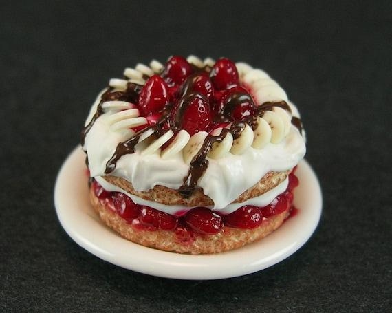 Strawberry-Banana Shortcake with Chocolate Sauce