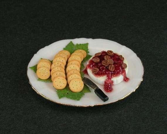 brie and crackers how to serve