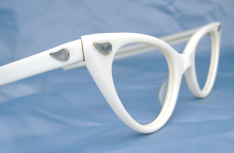white cat eye eyeglasses eyewear frame zoom