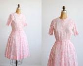 vintage 1950s dress // printed full skirt belted pink ( medium )