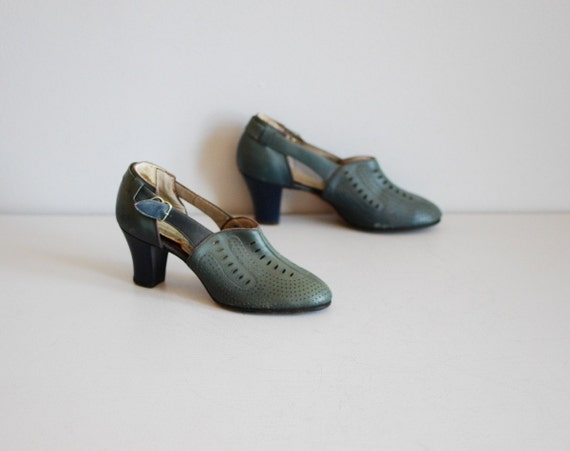 vintage 20's gray and indigo perforated oxford heels size 5 or 5.5