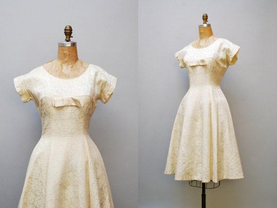 vintage 1950s dress. wedding ivory jacquard. large