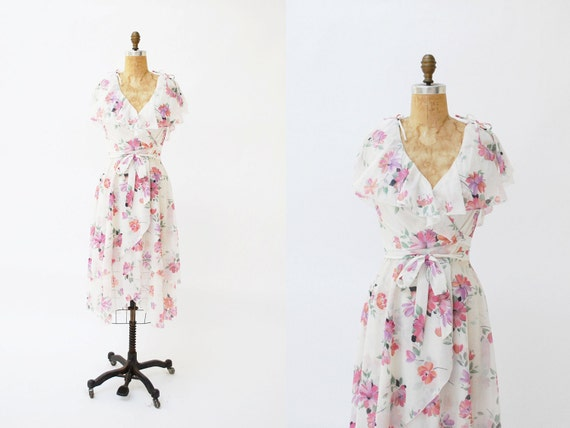 vintage wrap dress. 1970s dress. floral dress. small medium