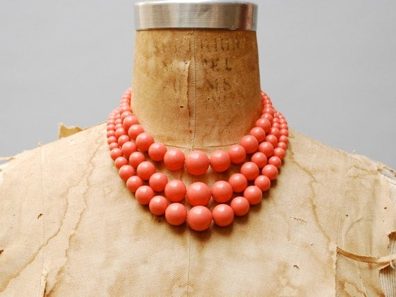 vintage 1950s necklace. coral plastic triple strand beads