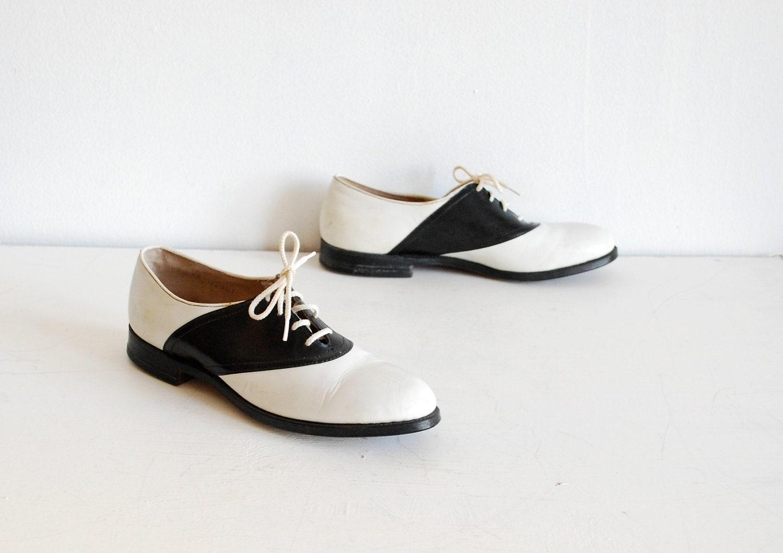 vintage 1950s saddle shoes black white size 7 unworn