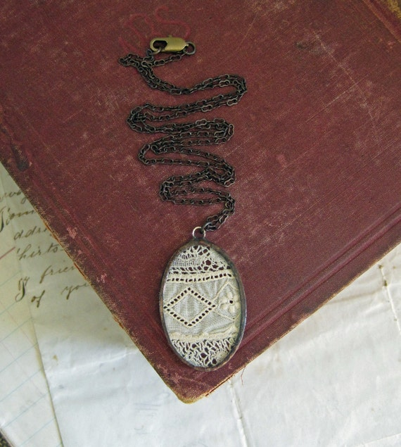 Memories of Old Lace Necklace