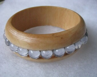 Light wood tone mod look bracelet with clear cab stone border