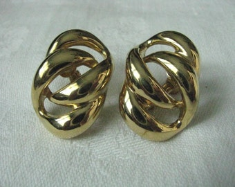 Napier vintage gold tone open oval shaped clip back earrings