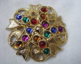 One big bold gold tone vintage shoe clip with rainbow colored stones