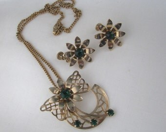 Vintage gold tone flower necklace & screw back earring set with emerald green rhinestones