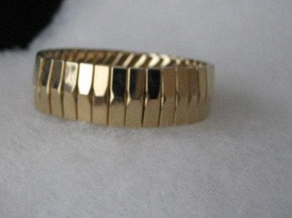 Gold tone stretch bracelet
