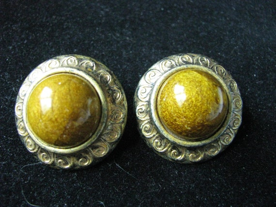 Round gold tone vintage clip earrings with topaz brown center beads