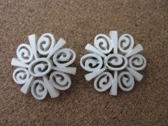 Vintage Trifari white clip on clip back earrings with  swirl design