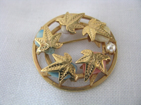 Flowered Circle gold tone brooch pin  with stone nuggets by Lady Coventry Vintage pin Vintage brooch
