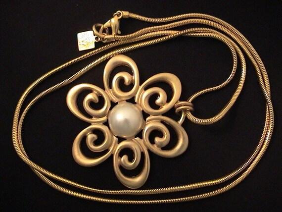 Vintage ANNE KLEIN Large Medallion Flower NECKLACE