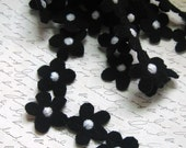 Necklace -  Recycled Wool - Ann Curry Inspired Black Daisy Chain - by FeltSassy