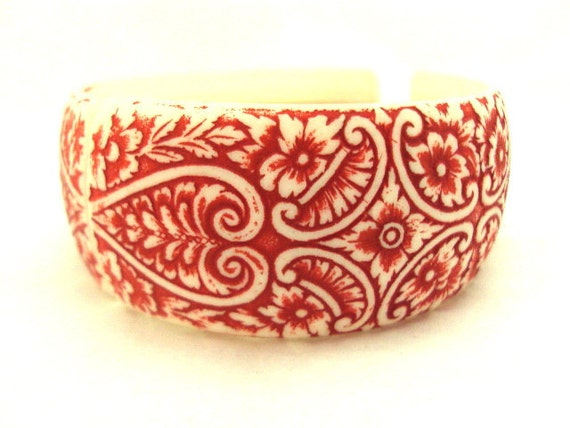 Vintage Red and White Floral Carved wide Bangle Bracelet - Italy