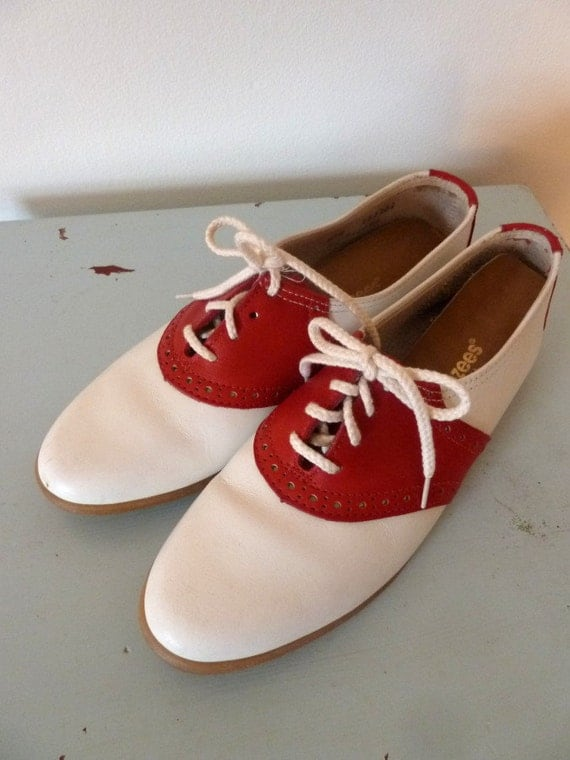 80s red and white saddle shoes .. 8.5/eur 39