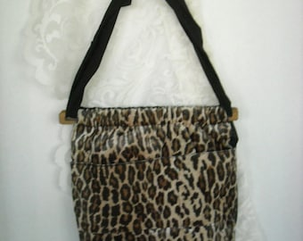 Sale......HANDMADE LEOPARD PURSE, Fuzzy, New