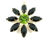 1 Glass Daisy Flower Pendant with Vintage Stones - Jet Black and Olivin  - F020