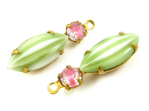 2 - Vintage Round and Navette Etched Melon Stones in 1 Ring 2 Stones Brass Prong Settings - Pink Givre & Light Green - 23x7mm .
