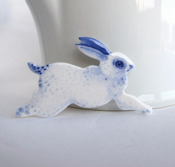 Handpainted Dutch  blue and white Delft porcelain Brooch - Rabbit