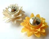 Vintage Salt and Pepper Shakers White and Yellow Little Flower Shakers ((Free Shipping USA))