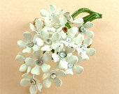 Vintage Flower Brooch Rhinestone Vintage Jewelry Hydrangea Brooch Wedding White Flowers ((Free Shipping USA))