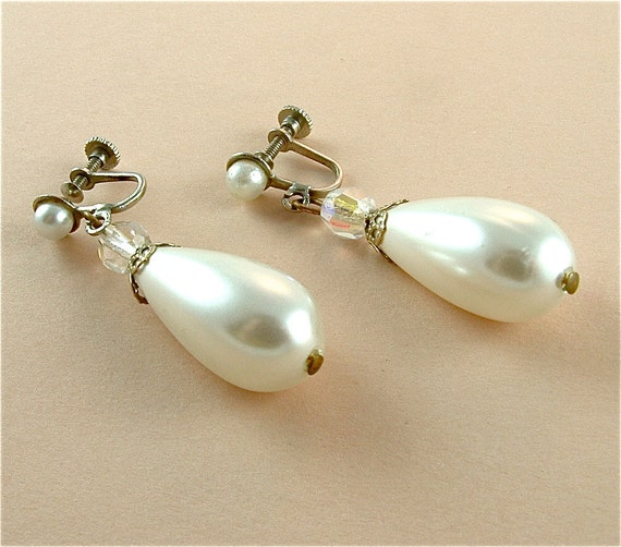 Drop Earrings Vintage Faux Pearl Jewelry Faceted Beads Dangling Earrings 1950 Vintage Wedding Jewelry ((Free Shipping USA))