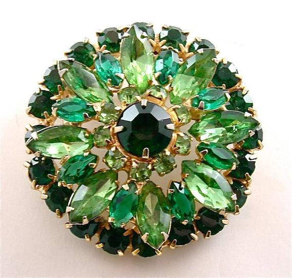 Vintage Brooch Rhinestone Jewelry Glass Sunburst Emerald Green Peridot Green Pin ((Free Shipping USA))