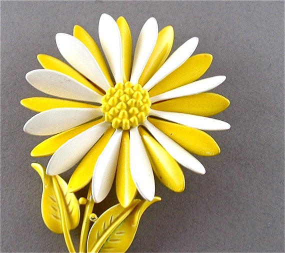 Collectible Designer Vintage Brooch Signed HEDY Enamel Jewelry Yellow White Floral Corsage Pin (Free Shipping USA)