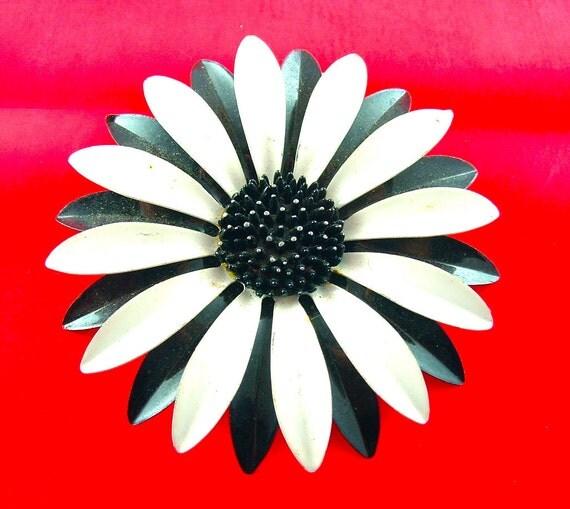 Vintage Flower Brooch Enamel Jewelry Yin Yang Black White Floral Brooch Bouquet Pin, Free US Shipping