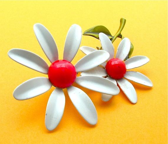 Vintage Flower Power Brooch Enamel Jewelry Cherry Red Wedding White Fashion Pin FREE Domestic Shipping
