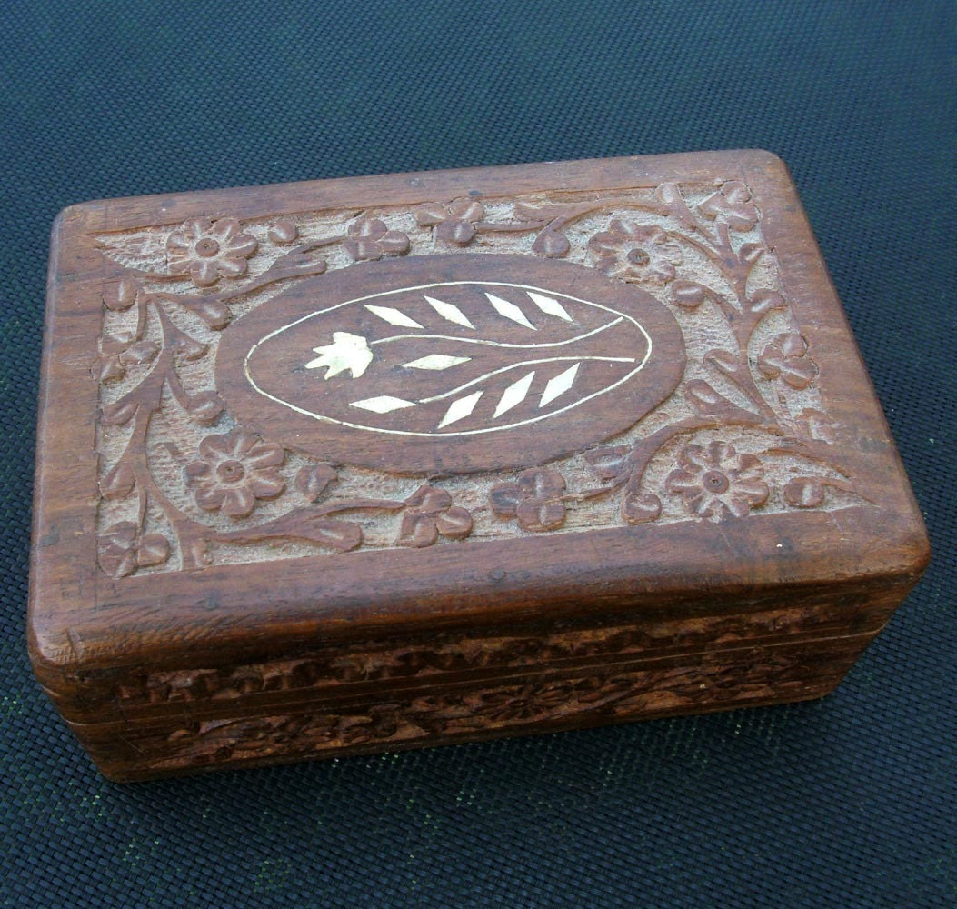 Vintage hinged box with chip carving by vintagemelody on etsy