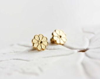 Flower Studs Gold, Gold Flower Studs, Round Flower Studs, Gold Daisy Studs, Flower Studs, Gold Studs, Flower Earrings, Small Gold Studs