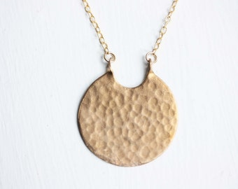 Hammered Circle Necklace, Round Brass Necklace, Hammered Necklace, Handmade Necklace, Brass Necklace, Brass Pendant Necklace, Gold Filled