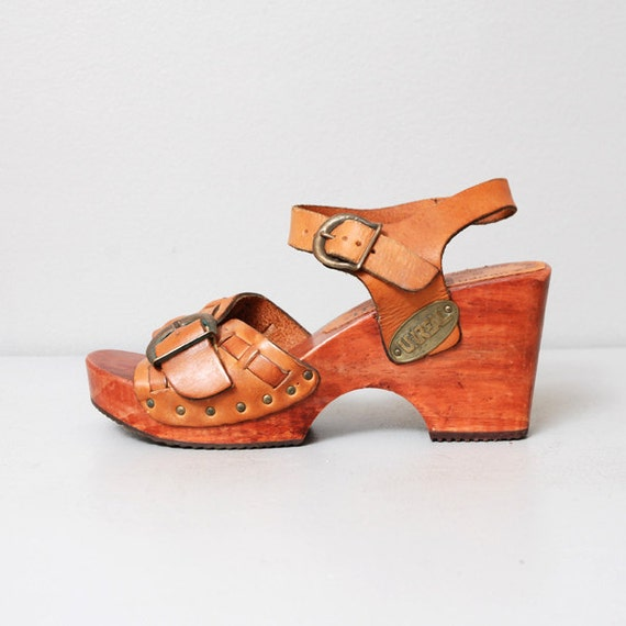 1970s Wooden Platfoms Leather Wedge Heel Sandals Size 6