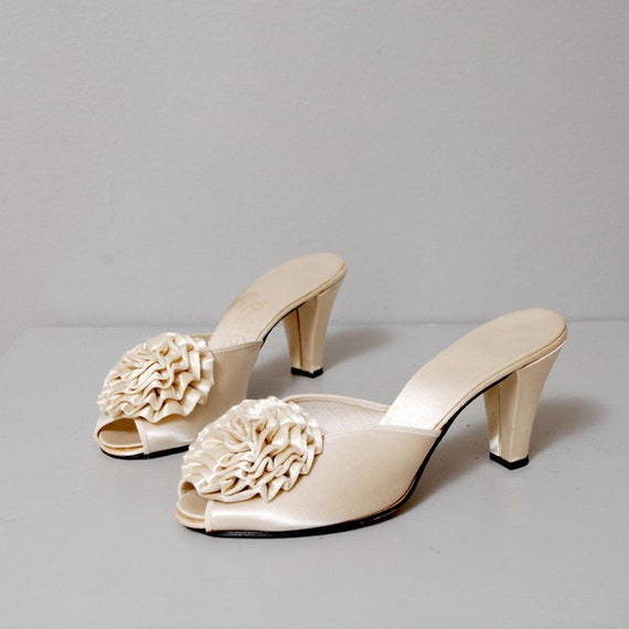 SALE - 1960s Glam Champagne Rosette Slippers Size 7