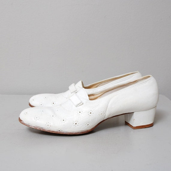 SALE 1950s Heels - White Leather Eyelet Loafers Size 7