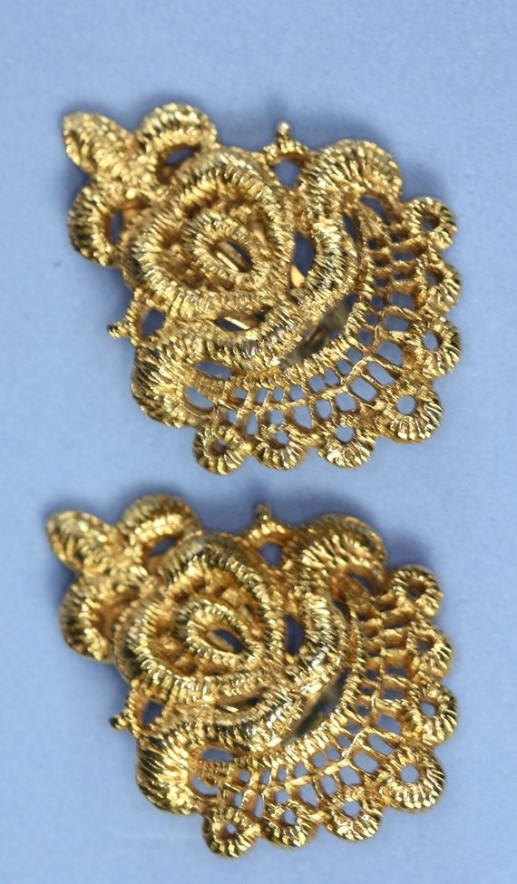 Dauplaise Gold Tone Textured Bold Clip Earrings Vintage